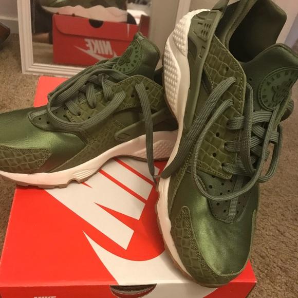 Nike Shoes | Womens Green Huaraches